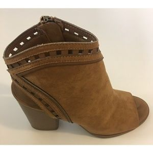 Shoes - 🎉SALE🎉 NWOT brown booties with a peep toe